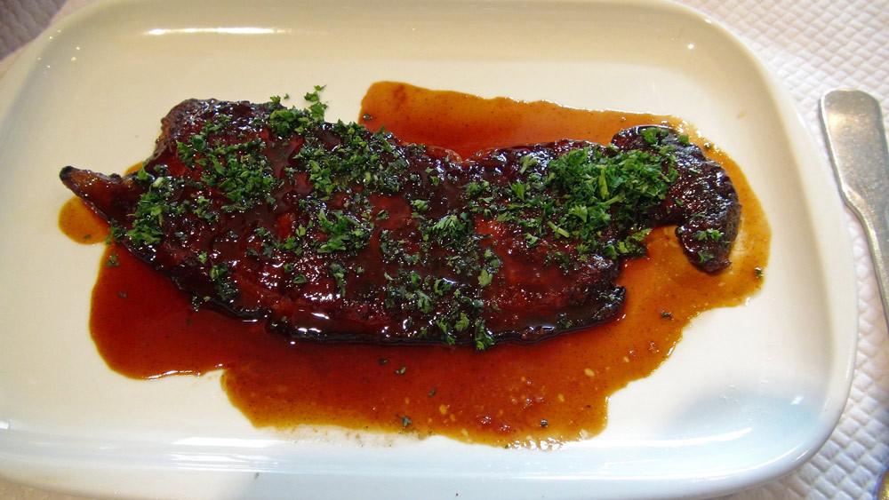 Foie de veau (origine française) poêlé à la persillade déglacé au vinaigre