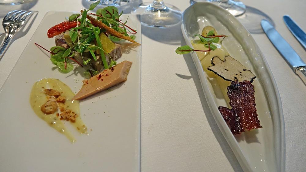La troisième et la quatrième entrées « surprise » du Chef : Salade d'asperges blanches, émincé de truffe blanche d'été et mousseline à la truffe - Lapereau, légumes croquants, émulsion à la noisette et foie gras de canard confit