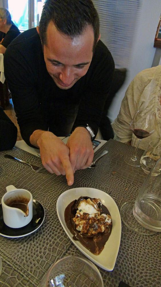 Mickaël Girard nous explique ce dessert emblématique des Feuillantines, la Sphère au chocolat, façon after eight, sauce chocolat