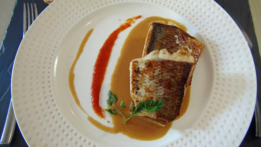 Féra du lac Léman cuit à la plancha, moelleux de courgette, et sauce au Noilly Prat