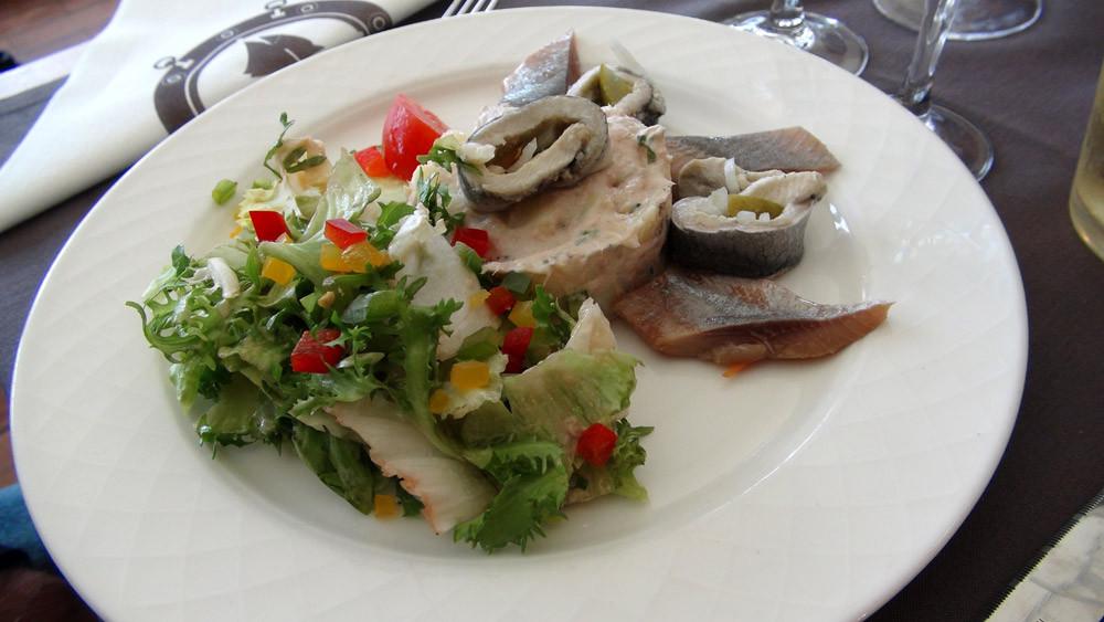 Salade du pêcheur aux roll mops et hareng saur