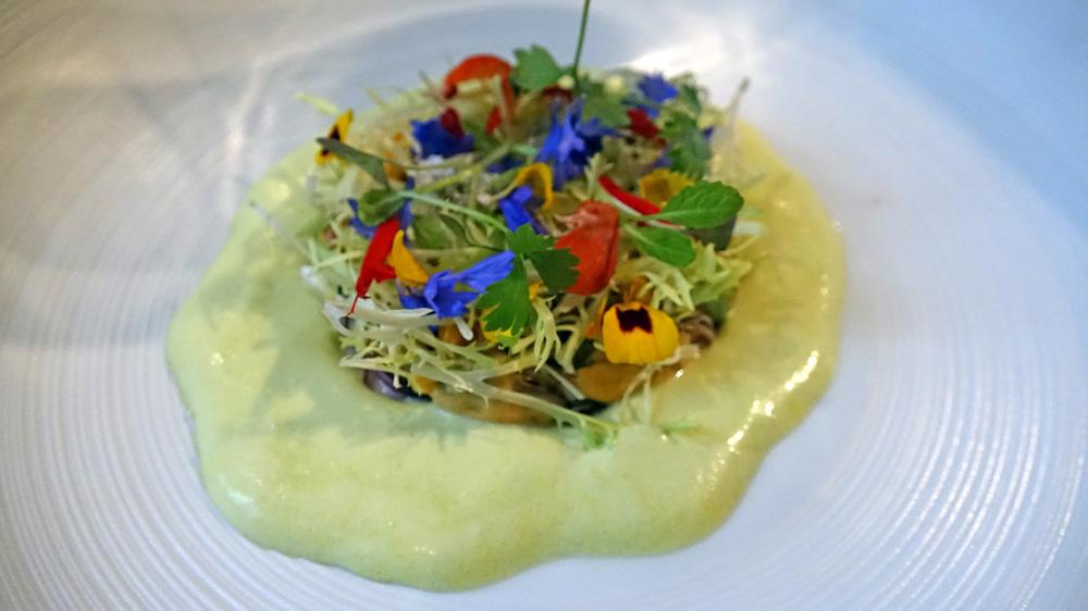 """Moules façon """"Ceviche"""", pousses de frisée et fleurs sauvages"""