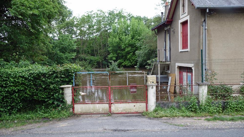 Une maison sur la D7 à la sortie de Candé-sur-Beuvron
