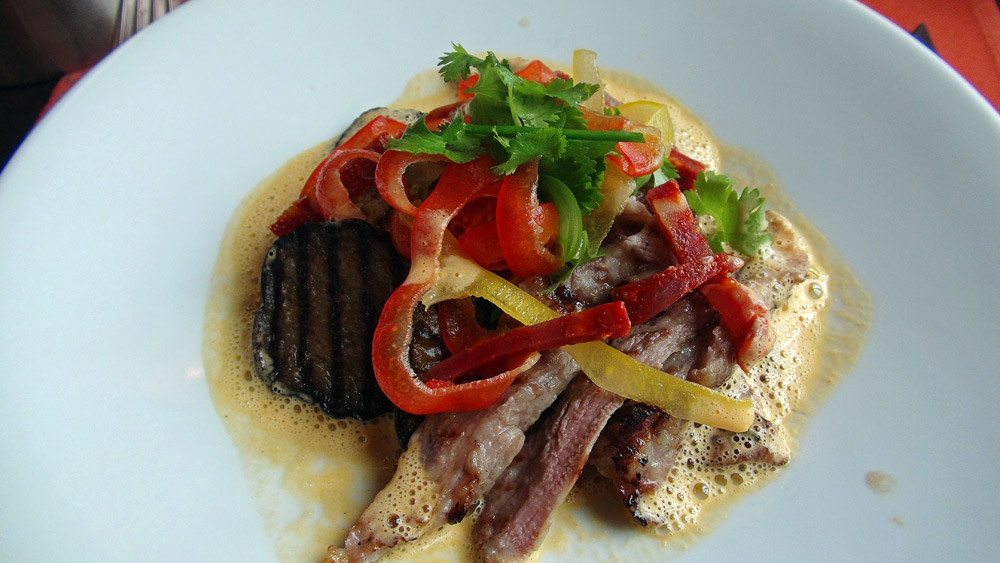 Pluma de porc ibérique au chorizo Belotta, riz basmati et sauvage parfumé tandoori, quelques légumes grillés