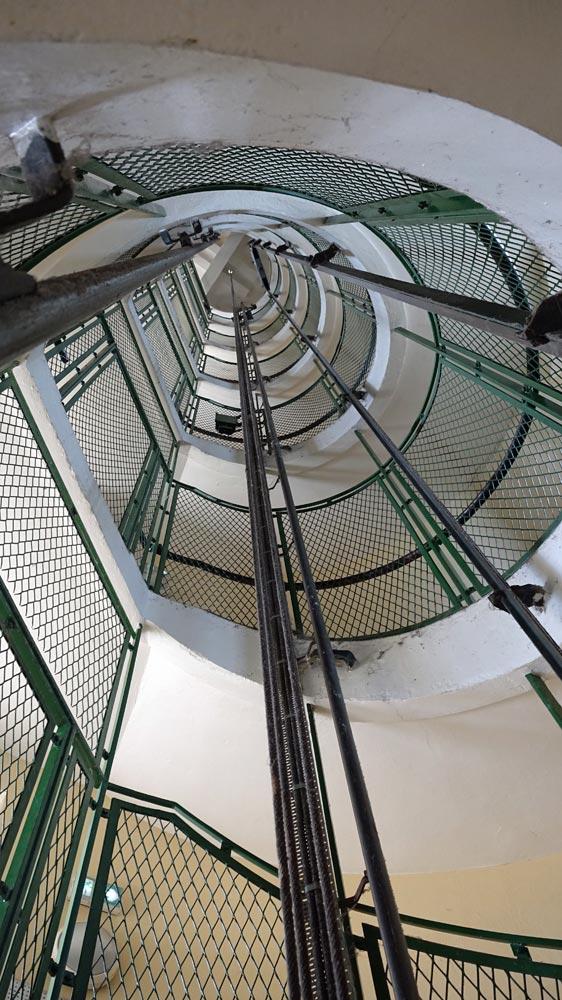 Tout en haut, c'est la galerie ... après 145 marches