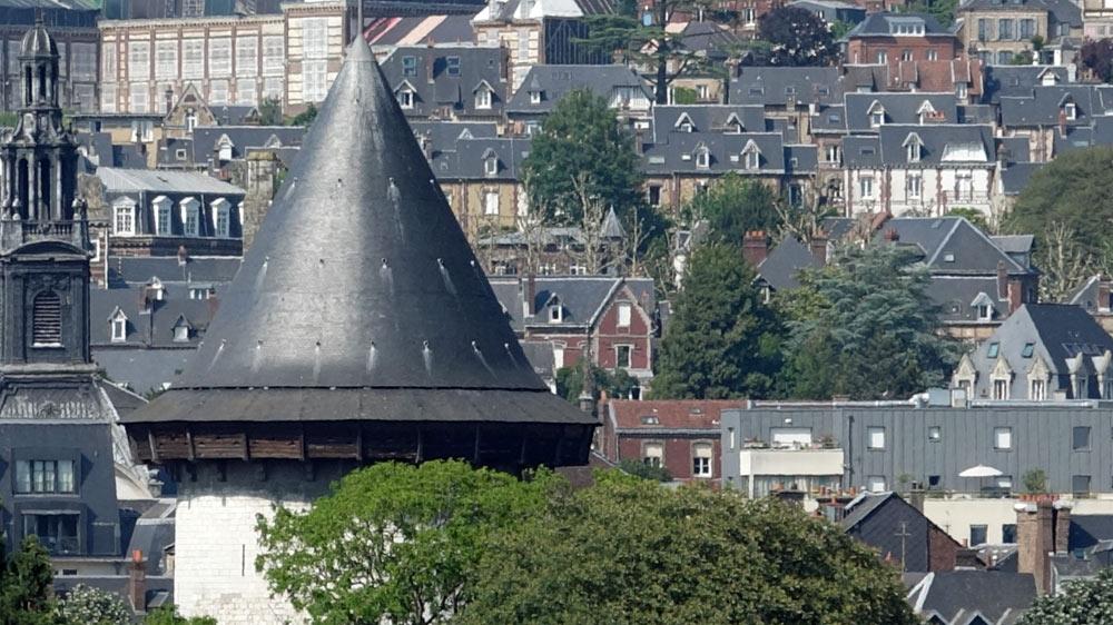 Vue sur la Tour Jeanne d'Arc, seul vestige du château érigé au 13ème siècle, depuis le sommet de la tour