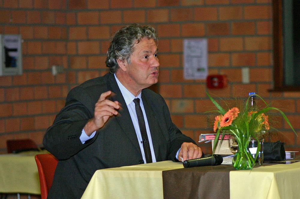 Philippe Olivier lors d'un dîner-débat et séance de dédicace à Bergues - 1er octobre 2010