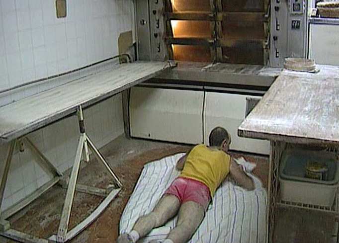 "Luc Mano va se reposer (Photo tirée du DVD ""Les secrets de cuisine de Bernard Pacaud"" de Frédéric Laffont)"