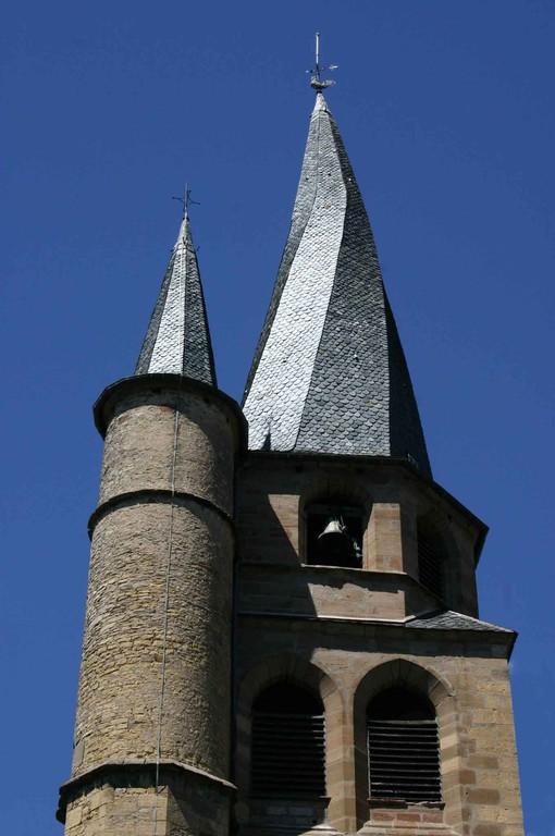 Saint-Côme d'Olt. Eglise et son clocher tors