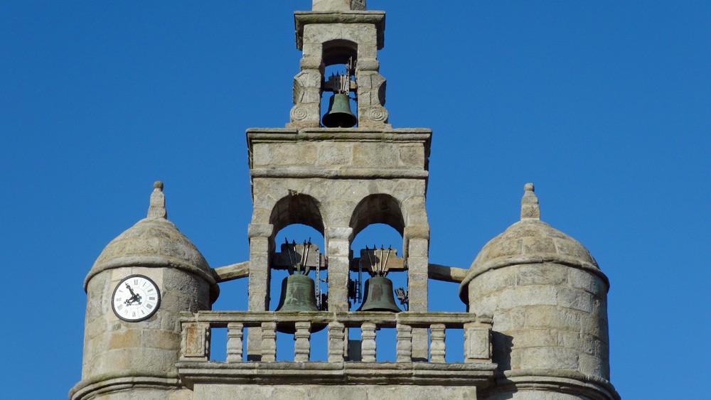 Les deux tourelles et et le clocheton de l'église de Lézardrieux