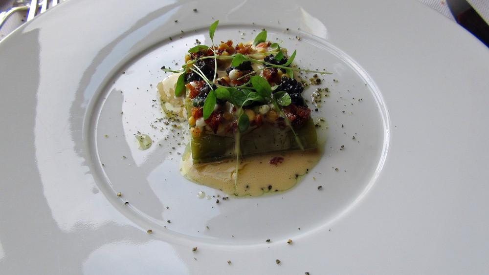 """Petits poireaux """"ravigote"""", persil et caviar d'Aquitaine"""