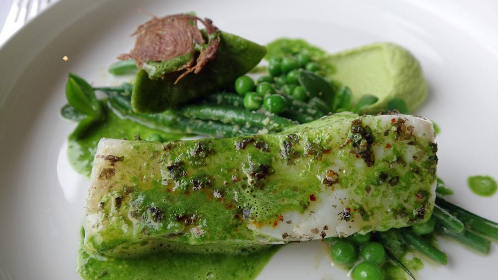 Retour de pêche (barbue ), beurre vert garni légumes verts, pâte de broccolito