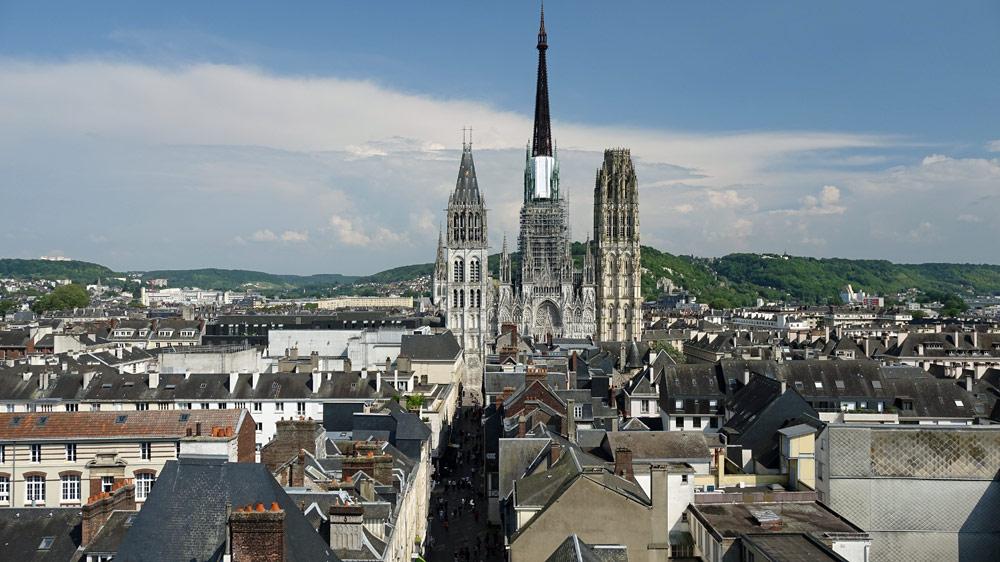 Vue sur la rue du Gros Horloge et la Cathédrale depuis le sommet de la tour