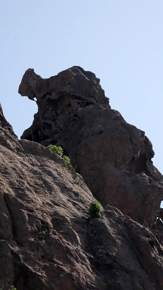 Sur la route du col de Bavella, une forme étrange de la montagne