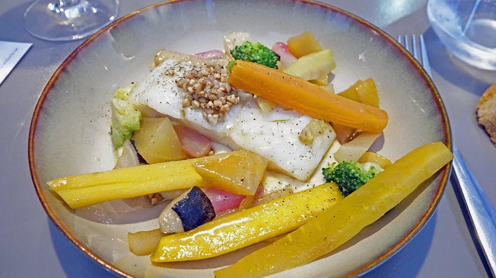 Lieu jaune, mousseline de charlottes fumées, kasha (et une multitude de légumes)