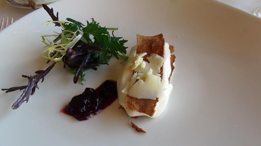 Tome de Muzillac en croustillant de pain de seigle et confiture de griottes