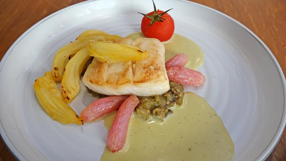 Lieu jaune de ligne, fenouil confit, aubergine, tomates et basilic