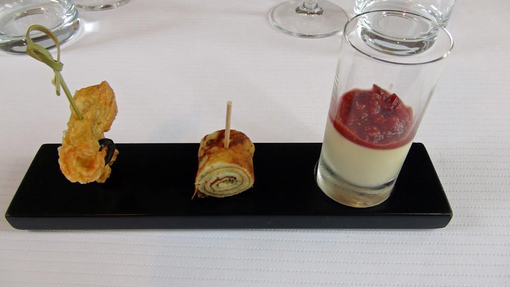 Amuse-bouche :Echaudin au fromage de Rodez - Pascade aux herbes - Crémeux de foie gras & figue