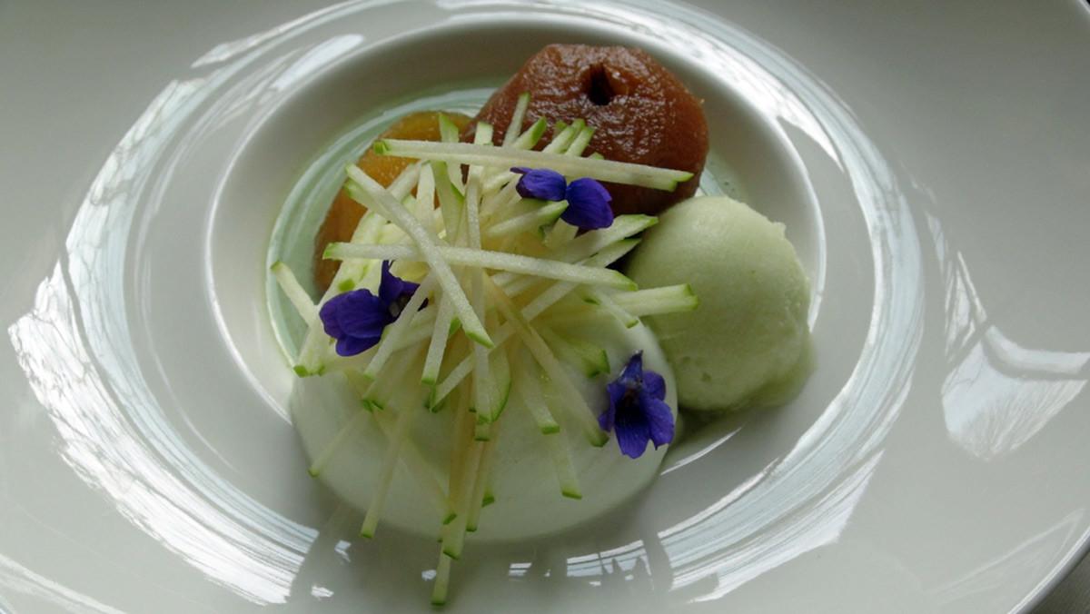 Sablé breton & pomme tapée au tilleul, émulsion pomme verte