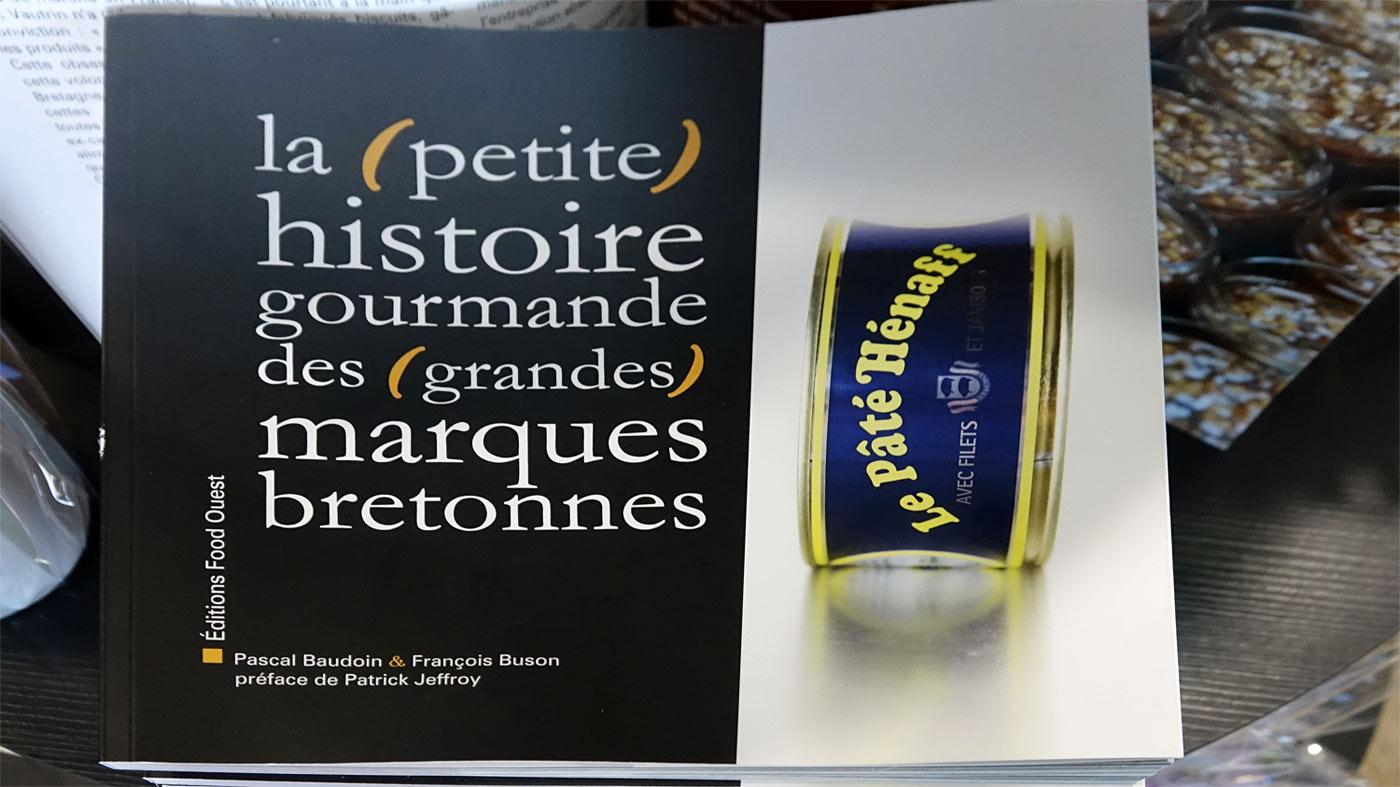 Livre retraçant l'histoire des principales marques bretonnes