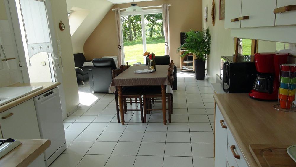 La cuisine et la salle à manger et ses nouveaux fauteuils