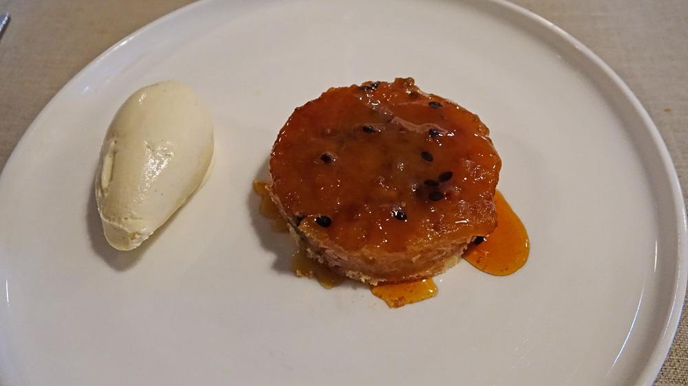 Tartelette Tatin aux fruits de la passion, crème glacée à la vanille