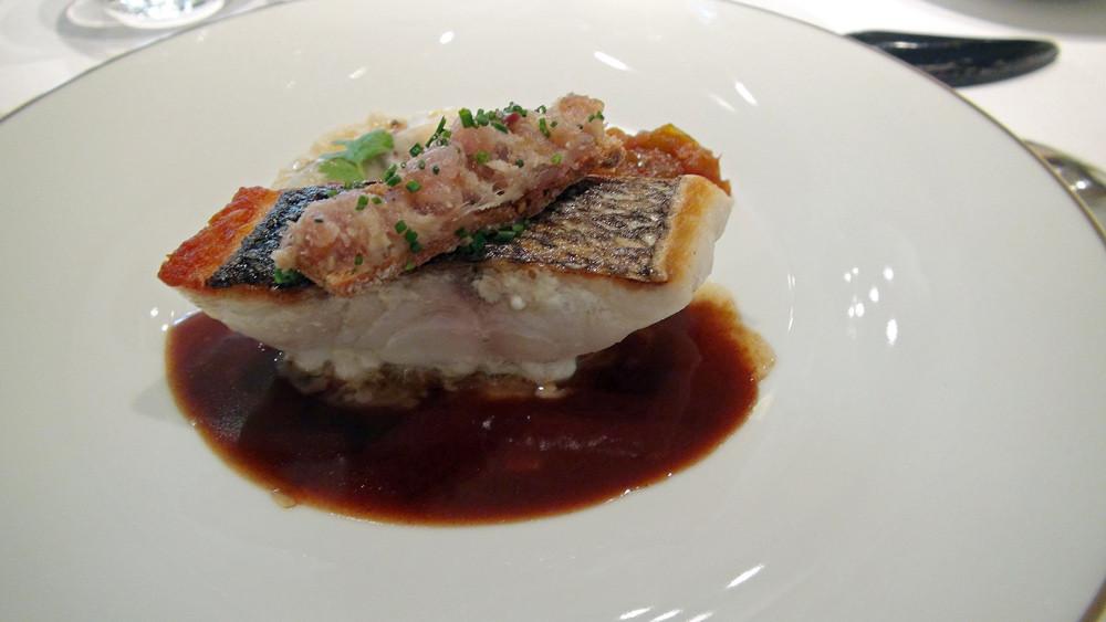 Bar en bécasse, tartare de sardine, ravioles aux champignons ...