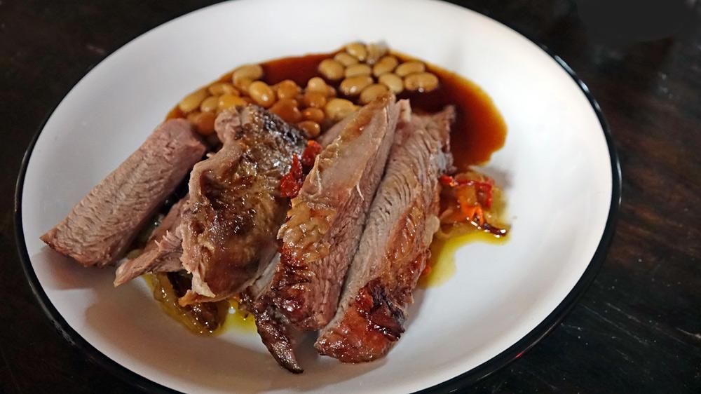 """Croustillant de souris d'agneau, haricots """"Comtesse de Chambord"""" et curry"""