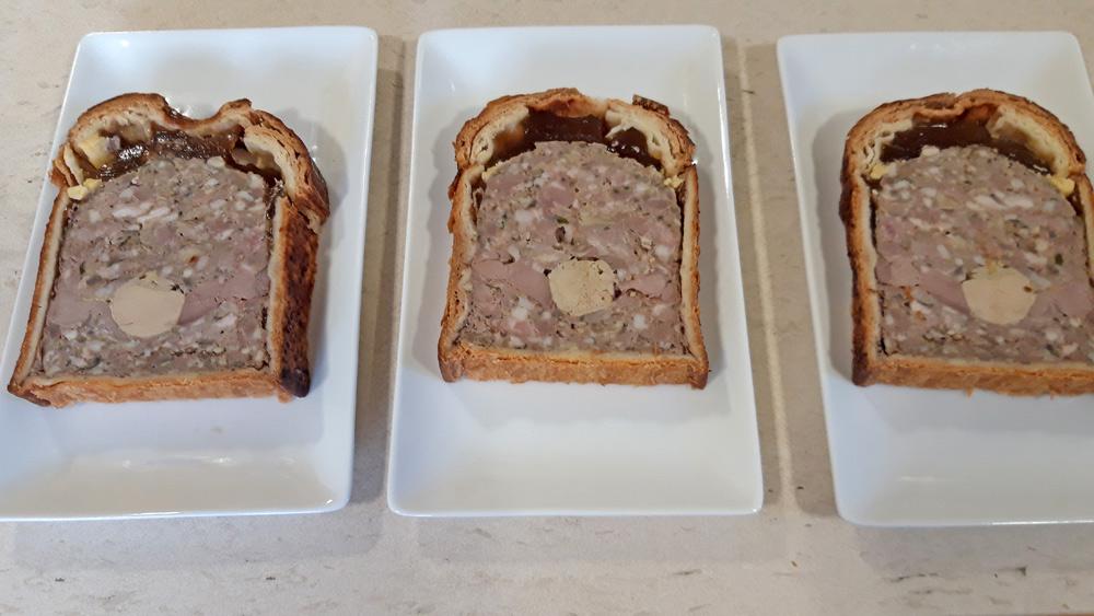 Tranches de Pâté-croûte prêtes (cochon roi rose de Touraine, canard et foie gras de canard)