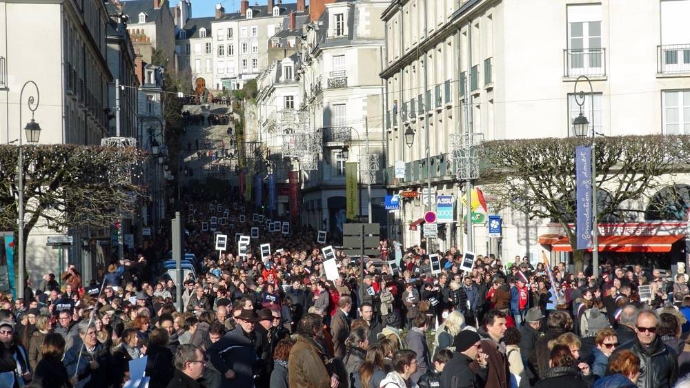 La rue Denis Papin, vu du Pont Jacques Gabriel