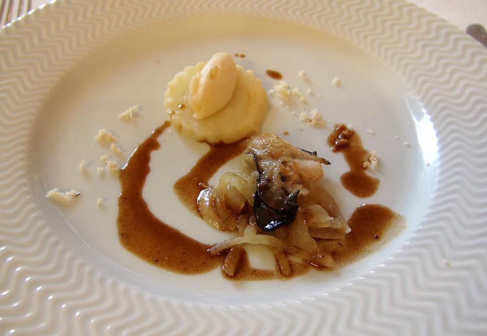 Huître spéciale N° 2 tiède, celeri-rave, oignon doux ...