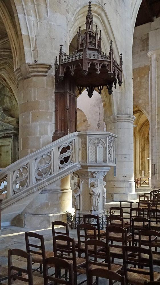 La chaire de la cathédrale Saint-Pierre à Saintes