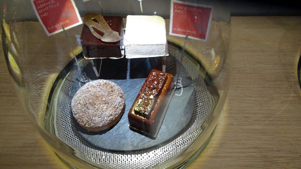 Tarte amande/myrtille - Grand cru chocolat - Grand cru vanille - Café doux (individuels)