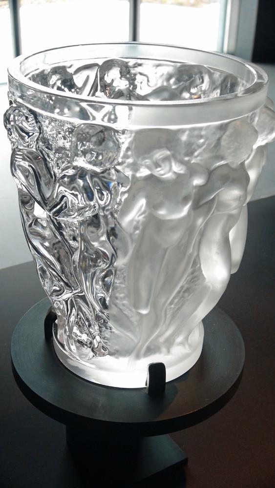 Vase en cristal brut et après polissage