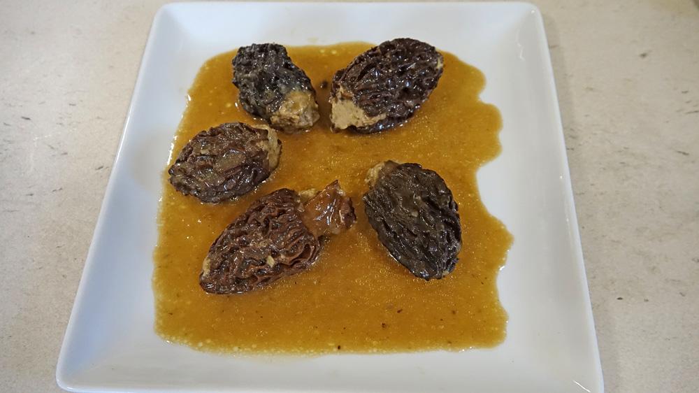 Morilles farcies ris de veau, foie gras et vin d'Arbois