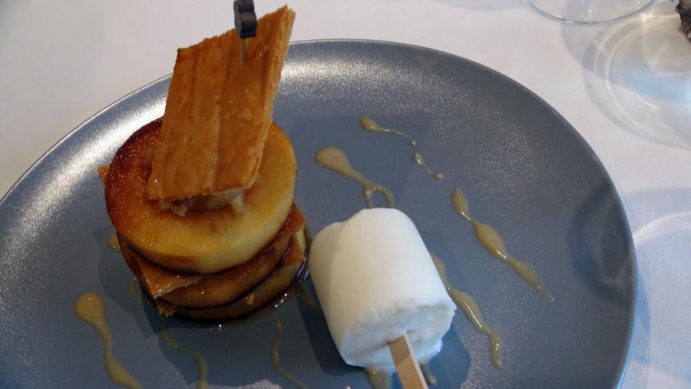 Le Feuilleté pomme caramélisée,  sorbet fromage blanc-citron