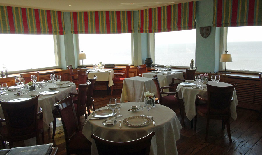 Une autre salle à manger avec vue sur l'océan