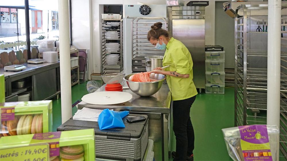 Anne-Lise Pénichout au macaronnage