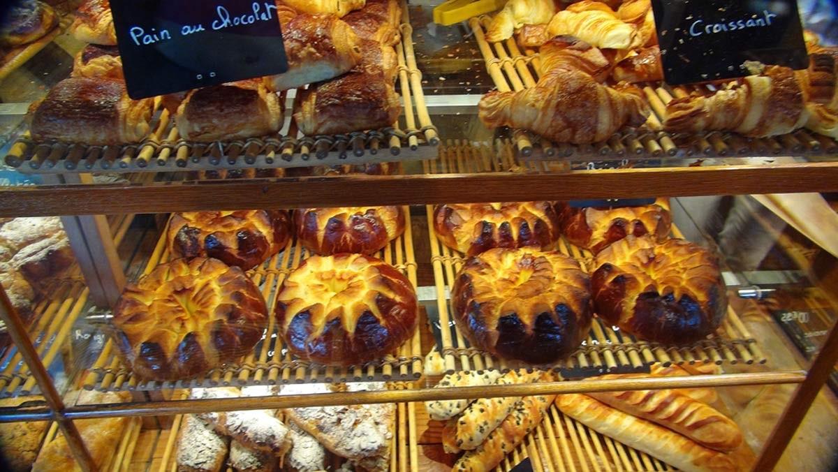 """... """"Pains au chocolat, Croissants et Brioches"""""""