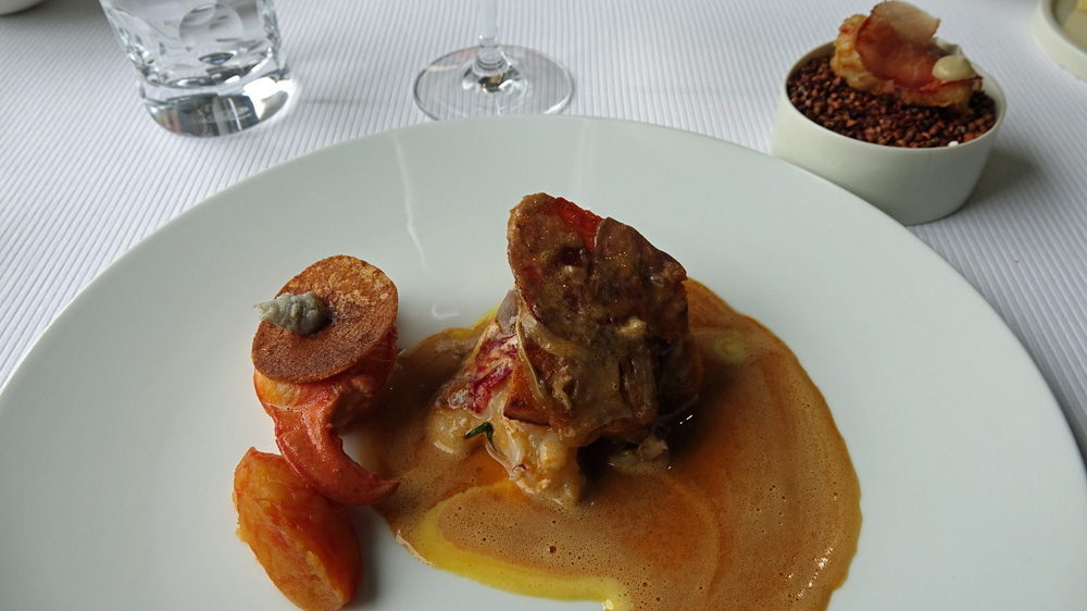 Homard cuisiné brioche, condiment pomme-pamlemousse