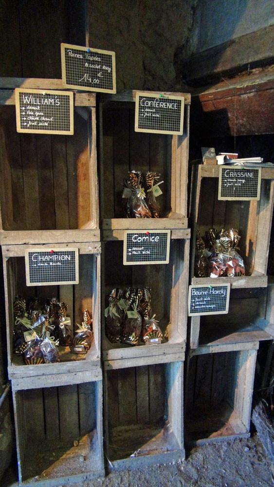 Les différentes espèces de poires tapées à la vente
