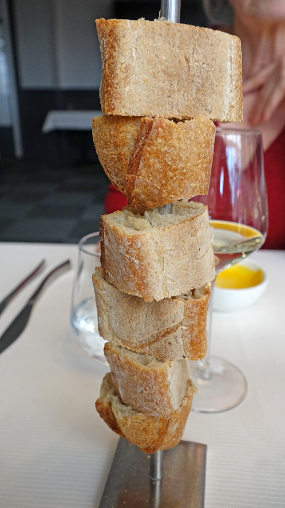 Présentoir vertical pour le pain