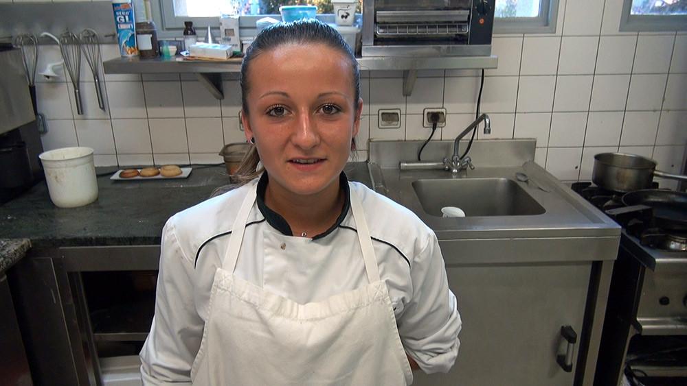 Coralie, pâtissière stagiaire