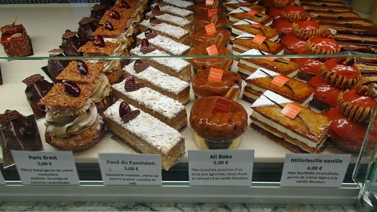 Insolite - Barquette marron - Paris Brest - Pavé du Panthéon - Ali Baba - Millefeuille vanille - Religieuse caramel - Eclairs chocolat et café