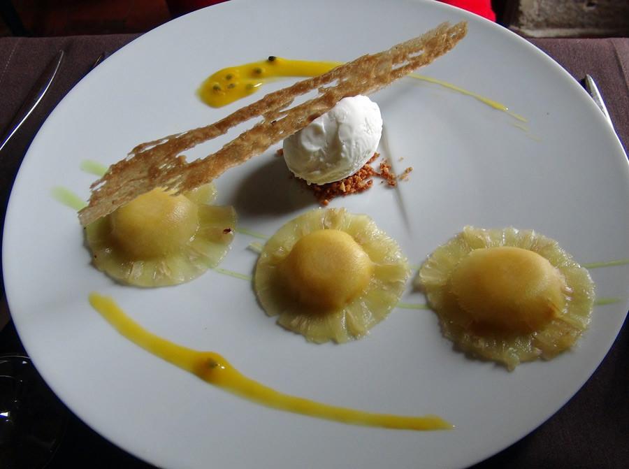 Ravioles d'ananas & crème de fruits de la passion