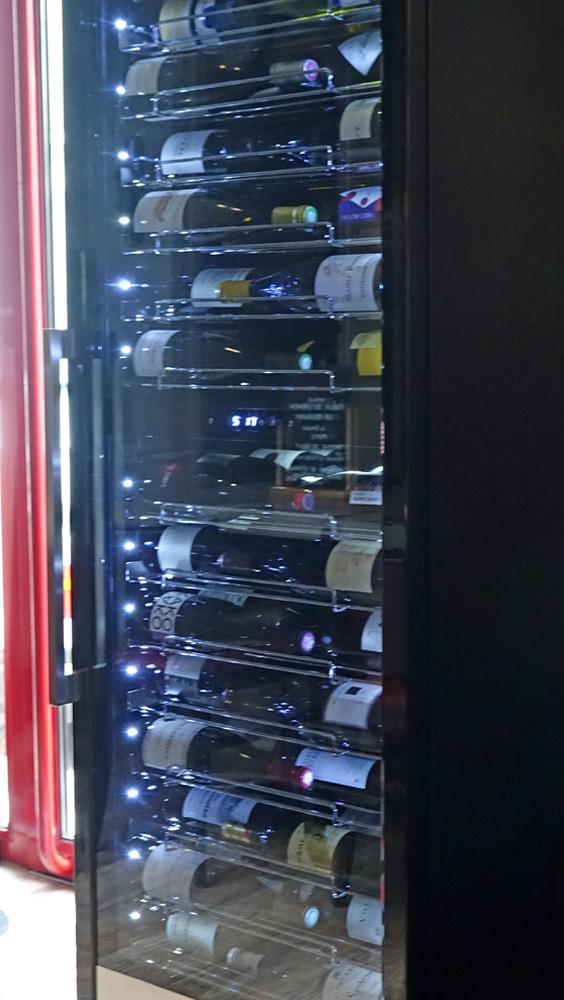 L'armoire réfrigérée de stockage pour le service