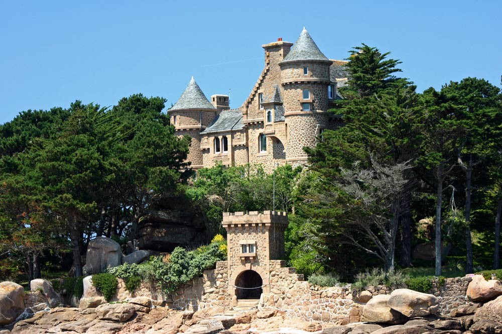 Château néo médiéval de Costaérès à Trégastel
