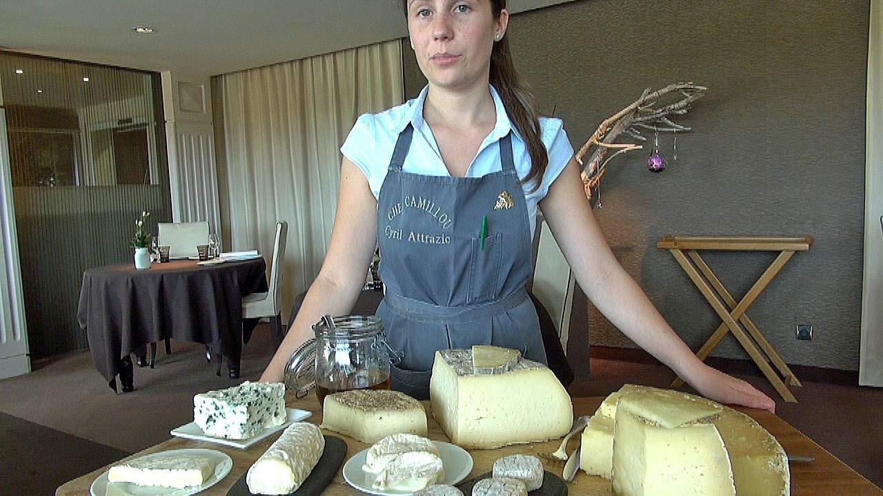 Fanny au service des fromages