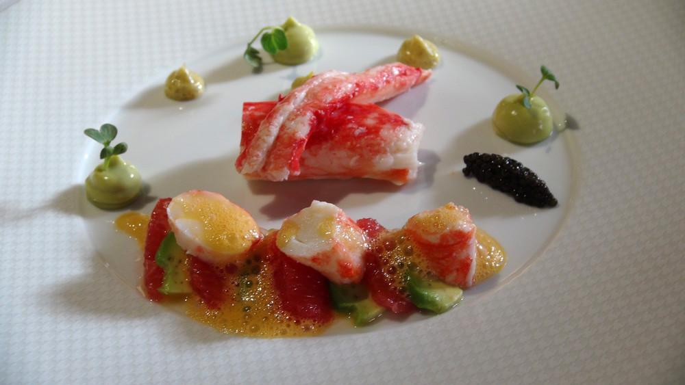 Crabe royal sauvage des eaux norvégienne, agrumes, avocat, mayonnaise vanille, caviar de Sologne Solenka