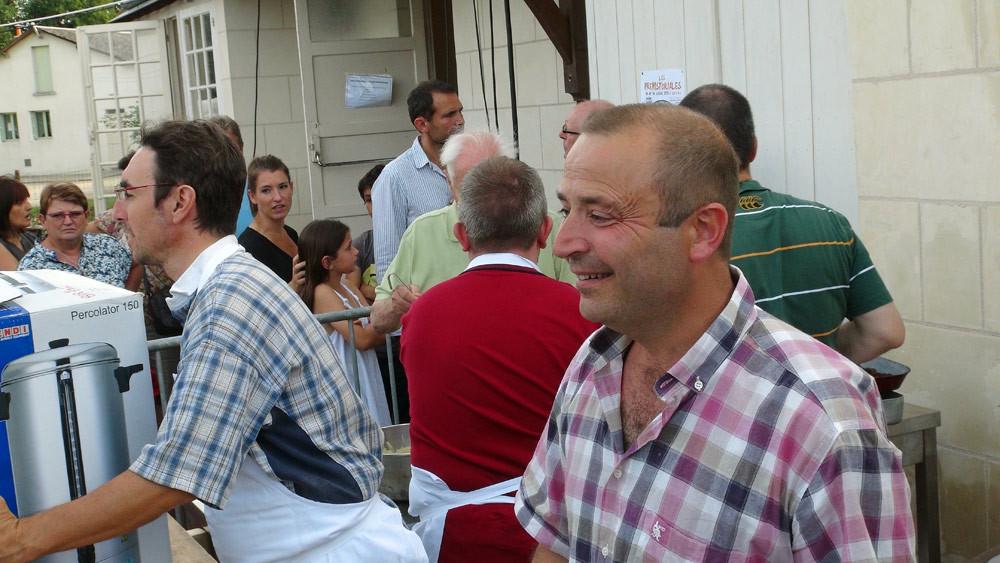 Fabrice Dallais et Xavier Fortin au service de l'entrée et du vin